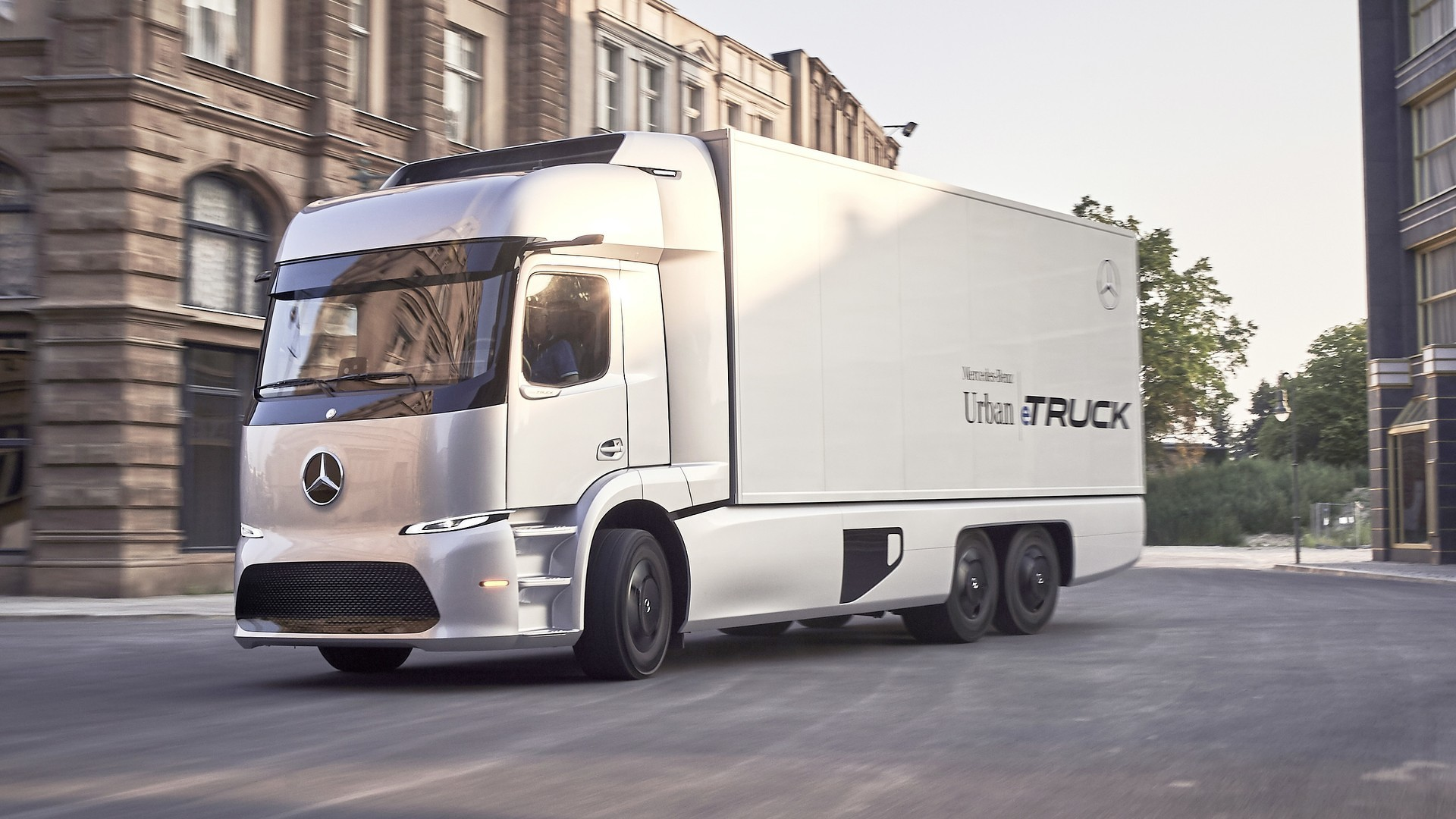 Daimler and Volvo team on hydrogen trucks – and the stakes are high