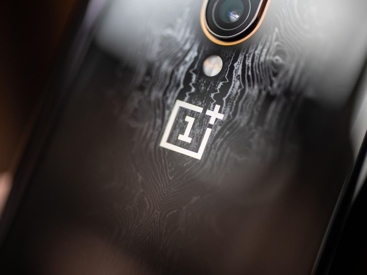 OnePlus 8 Pro: Video appears to show off display ahead of launch