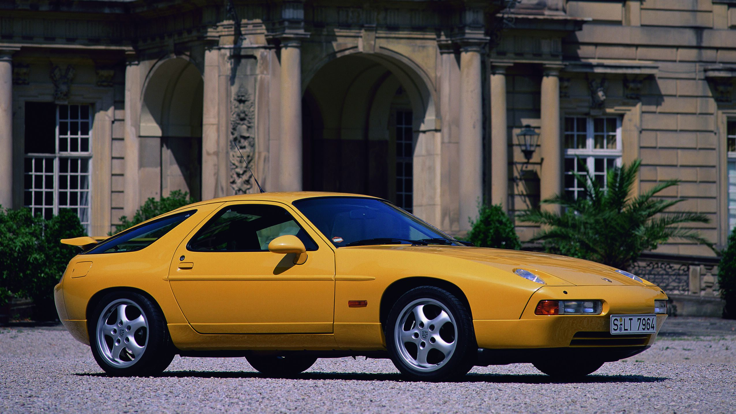 Porsche 928: Ahead of its time and ripe for a return     – CNET