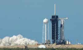 NASA gives crucial thumbs-up to SpaceX's historic crewed flight
