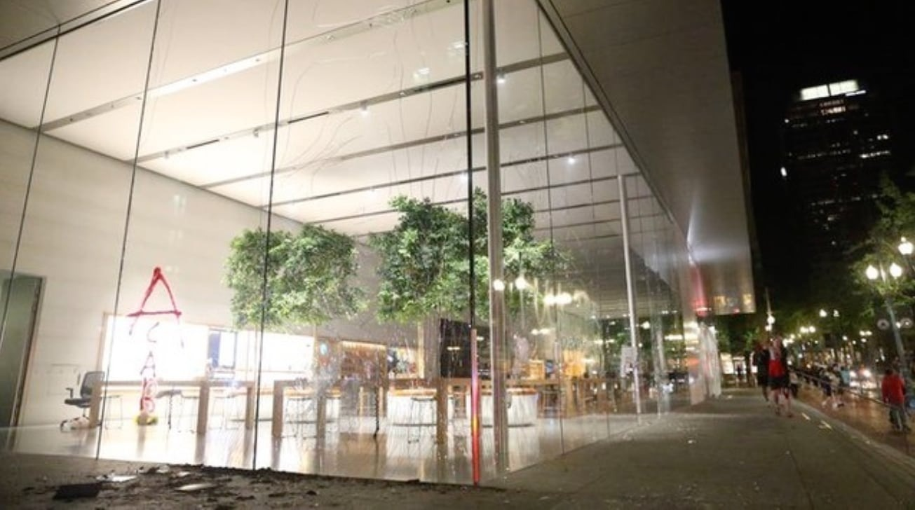 Some Apple Stores temporarily close over looting concerns