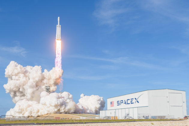 SpaceX presses on with lawsuit against feds and rocket rivals