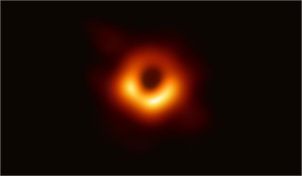 New black hole image shows off vortex of magnetic chaos