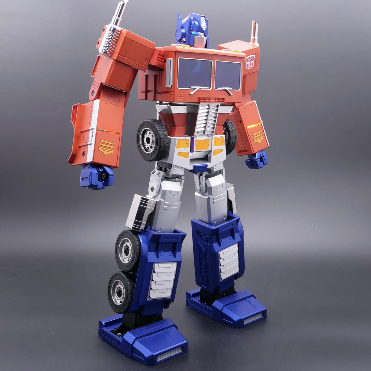 Hasbro's new $700 Optimus Prime toy can finally transform all on its own