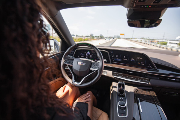 Read more about the article GM is bringing its upgraded hands-free Super Cruise driving system to six vehicles in 2022 – TechCrunch