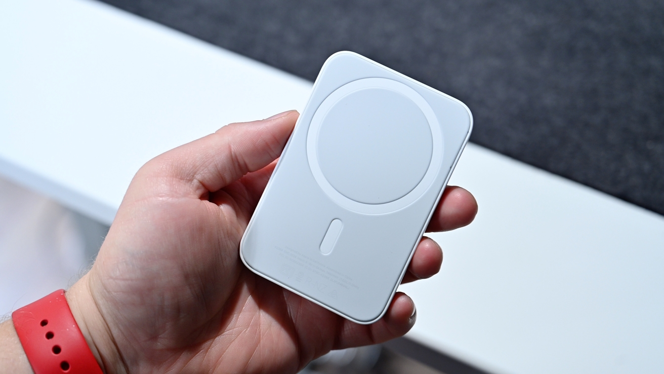 Read more about the article Apple's MagSafe Battery Pack: Hands on and first impressions