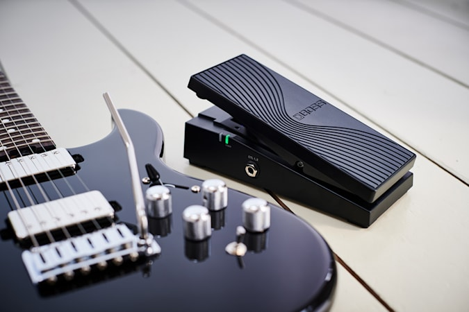 Read more about the article Boss's latest guitar has a built-in synth and Bluetooth pedal control