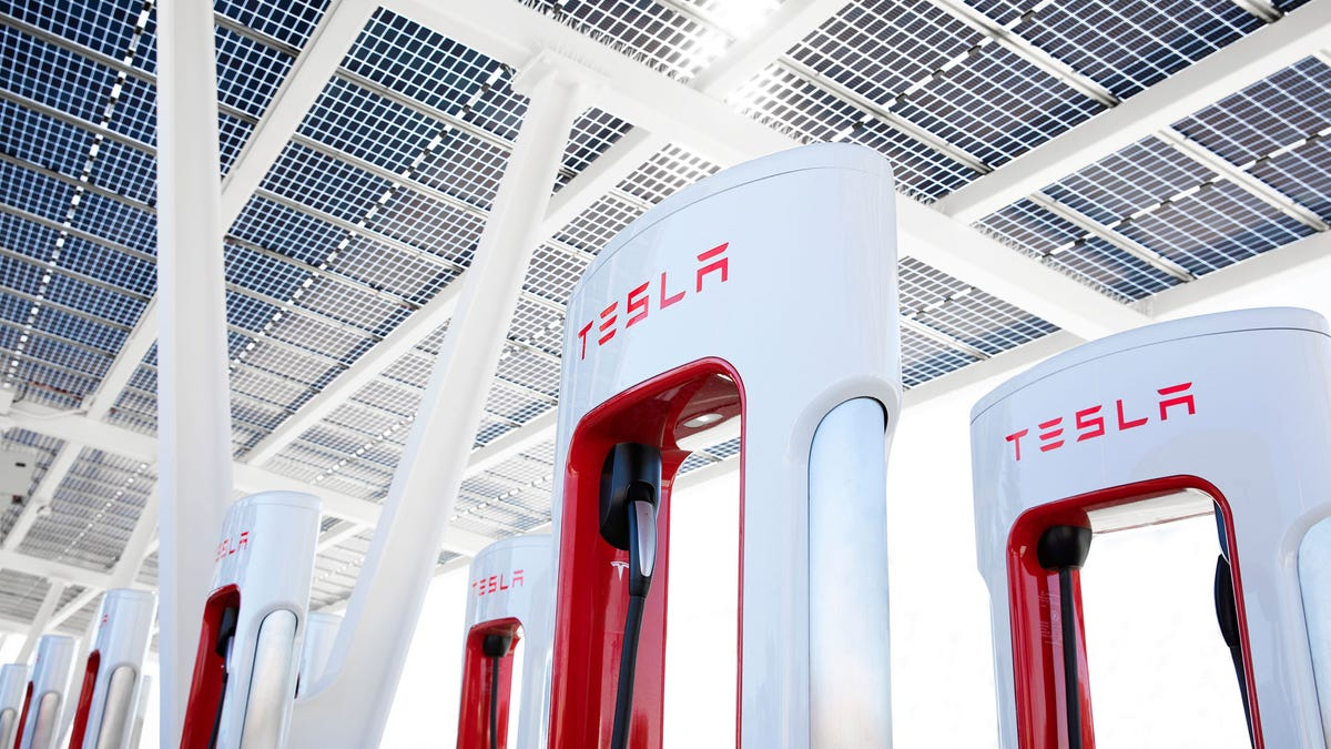 Read more about the article EVs to Have More Charging Options Later This Year Thanks to Tesla – Review Geek