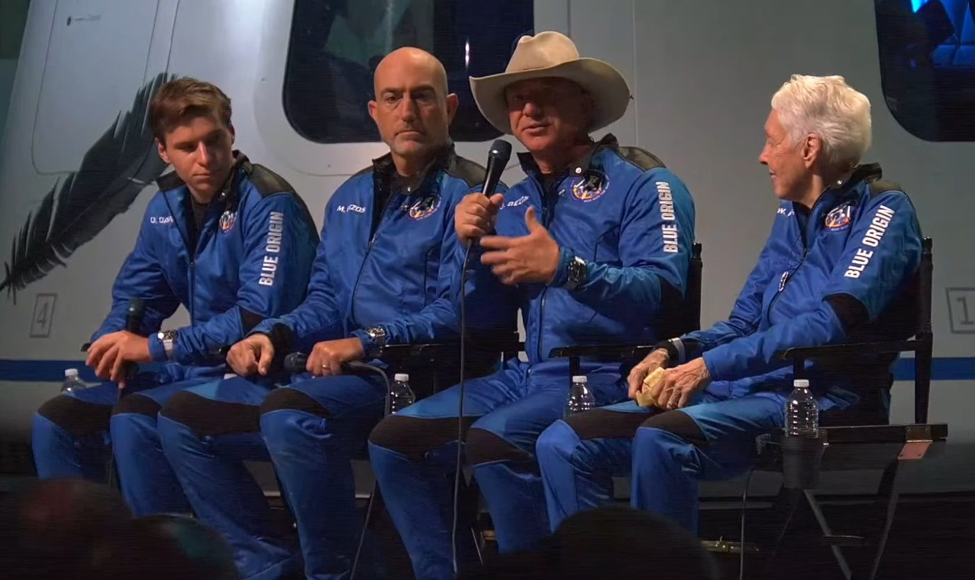 Read more about the article Bezos and crew host a giddy press conference after Blue Origin's inaugural crewed launch – TechCrunch