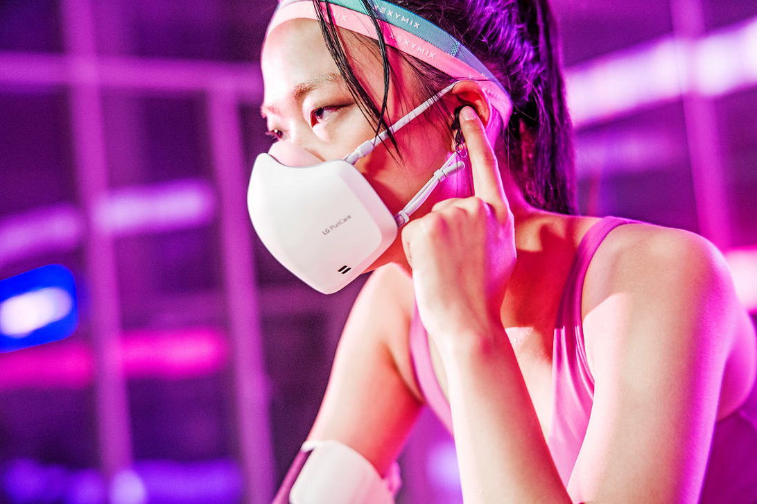 Read more about the article LG's air purifying mask will amplify your voice with a built-in mic and speakers