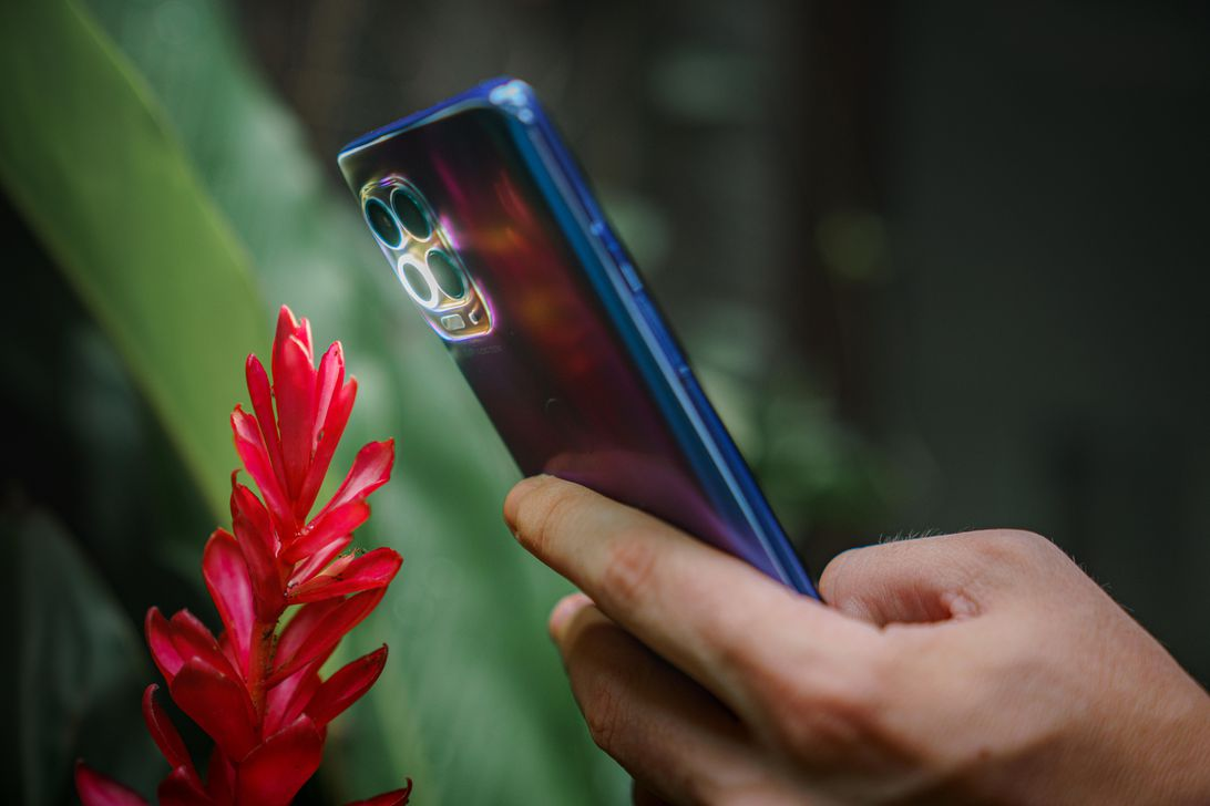 Read more about the article Motorola launches Moto G100, a midtier 5G phone, for $500 in North America