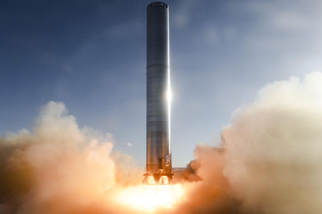 Read more about the article SpaceX Super Heavy rocket booster fired up for the first time