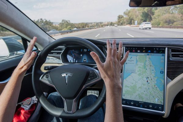 Read more about the article Consumer Reports concerned Tesla uses owners to test unsafe self-driving software – TechCrunch