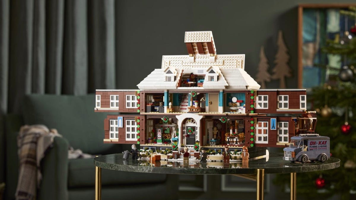 Read more about the article This New LEGO 'Home Alone' Set Looks Amazing, Unlike the Disney+ Remake – Review Geek