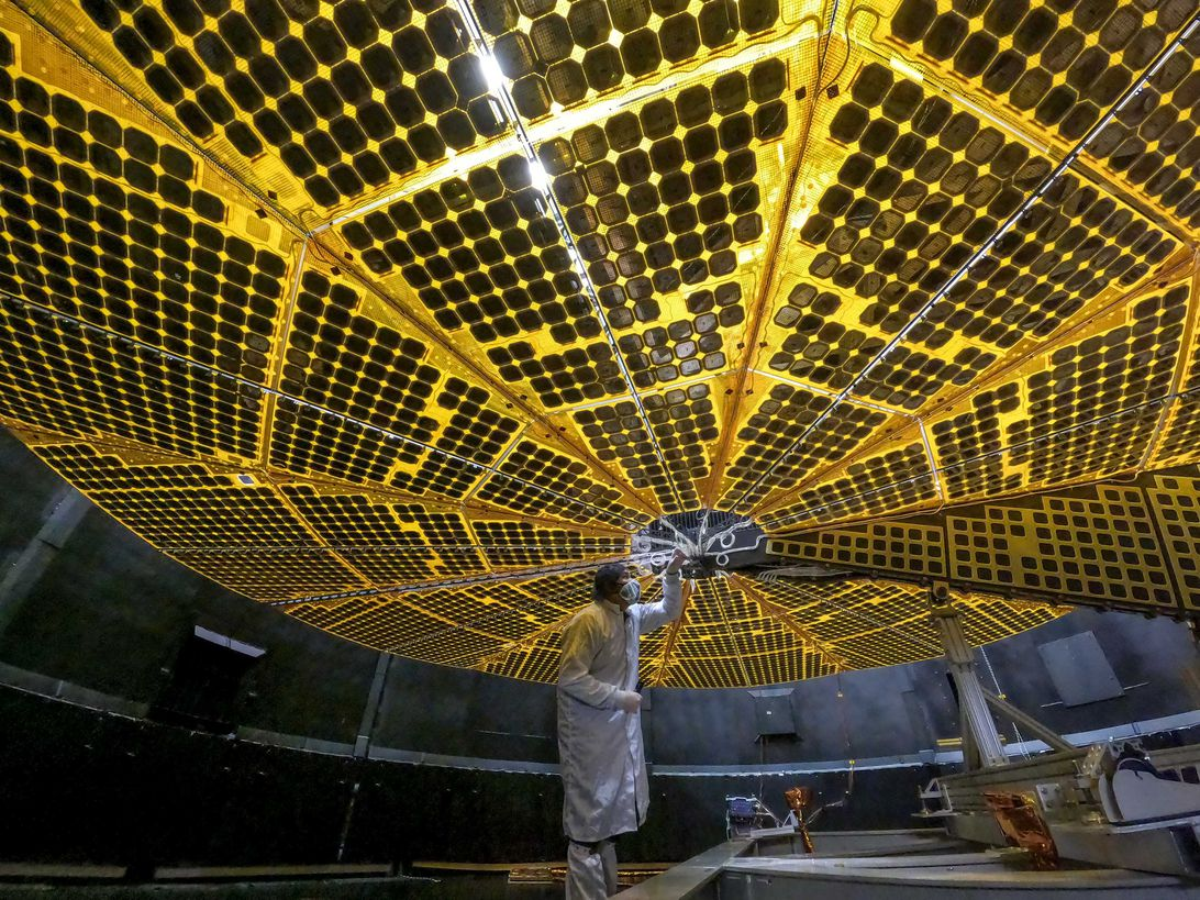 Read more about the article NASA's Lucy probe is 'healthy' but experiencing problem with solar array
