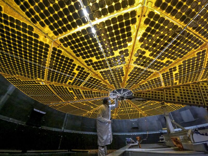 Read more about the article Lucy's solar panel hasn't latched—a problem for a mission powered by the Sun