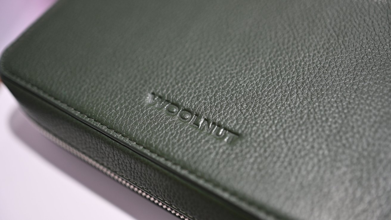 Read more about the article Woolnut Leather Tech Organizer review: A premium pouch for your go-to gear