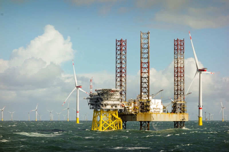 Read more about the article Biden administration plans for offshore wind everywhere