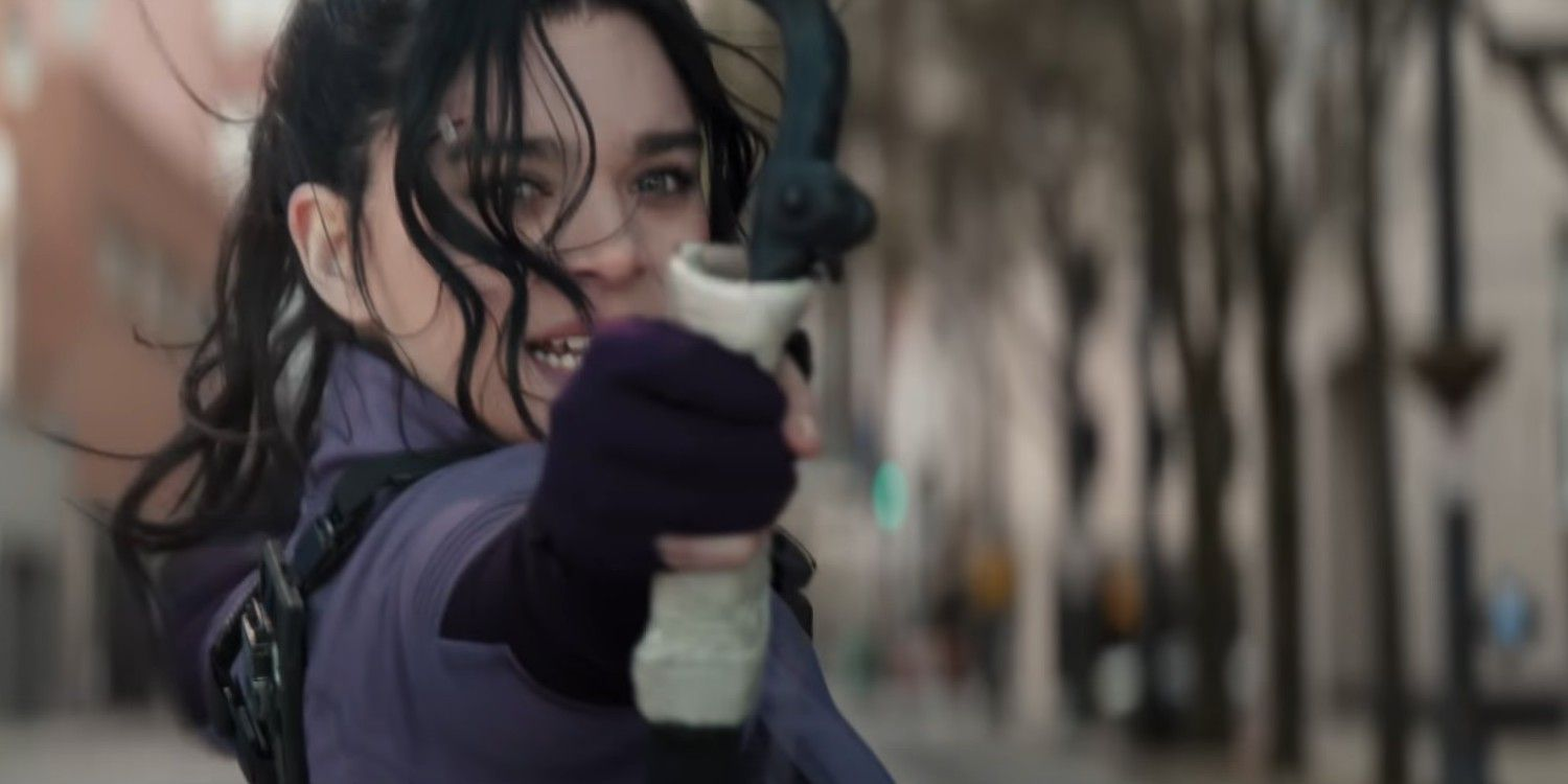 Read more about the article Hailee Steinfeld Compares Playing Hawkeye's Kate Bishop to Dickinson