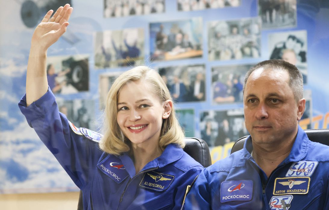 Read more about the article Russian director and movie star return to Earth from film shoot in space