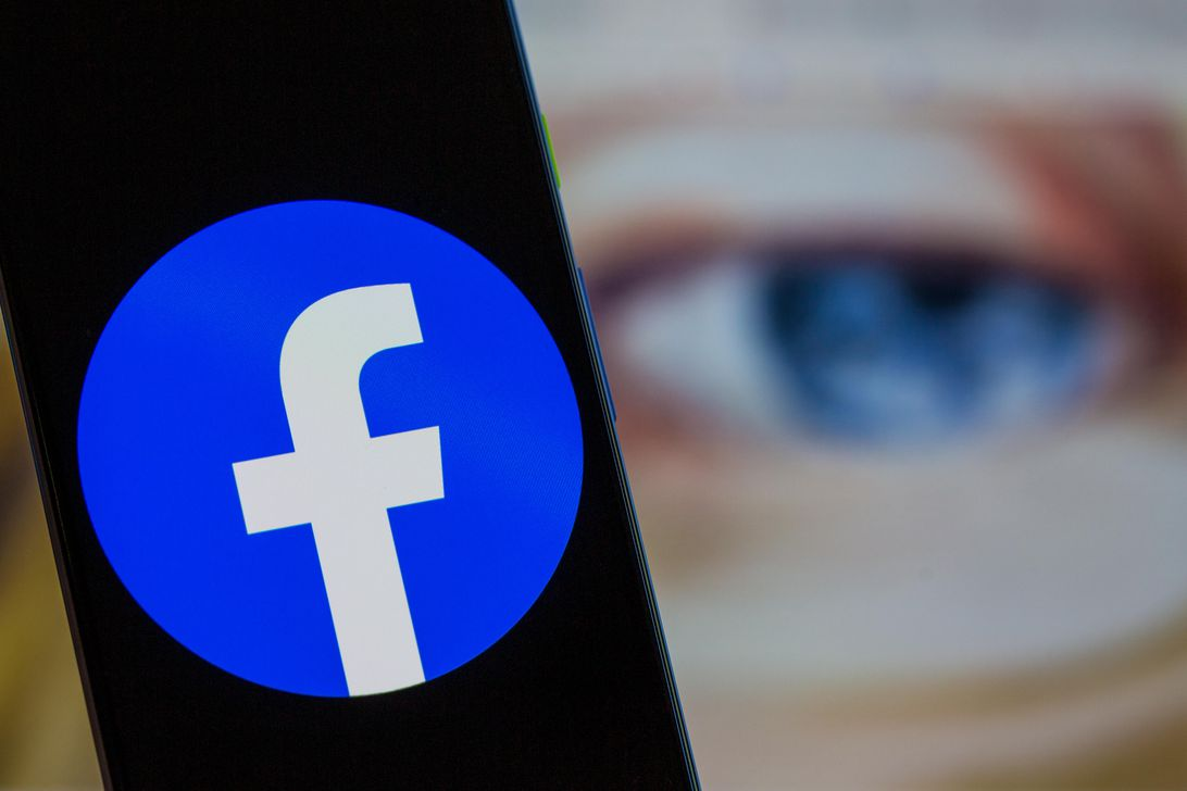 Read more about the article Facebook reportedly plans to rename itself
